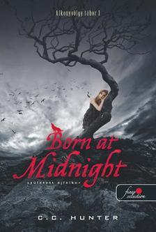 C.C. Hunter - Born At Midnight - Született éjfélkor - KEMÉNY BORÍTÓS