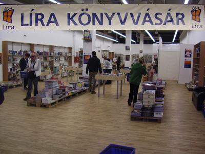 Líra Könyvvásár Komló